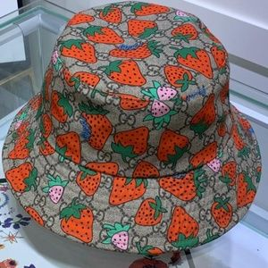 Gucci Bucket Hat never wear before